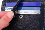 Apple'dan uyarı: Kredi kartını cüzdanınıza koymayın