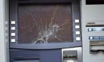 Para çekemeyince ATM'i kırdı