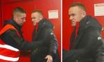 Wayne Rooney, Old Trafford'a üstü aranarak alındı