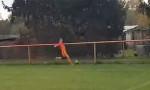 Sahada tavuğu tekmeleyerek öldüren futbolcuya kırmızı kart