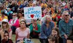 Yeni Zelanda'da on binlerce kişi terör saldırısı kurbanlarını andı