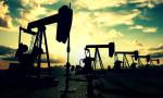 Petrol ABD'de stokların artması ile kayıplarını korudu
