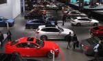 Lüks otomobil satışları da fren yaptı