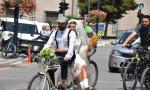 Korna yok, kurşun yok: Düğüne bisikletle gittiler
