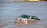 Didim'i sağanak vurdu: Otomobil denize sürüklendi