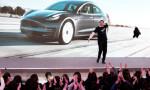 Elon Musk'tan Çin'de danslı tanıtım