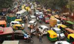 Hindistan'da korna çalan kırmızıda bekleyecek