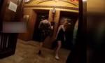 Yok artık! Asansör için ayağını kullandı