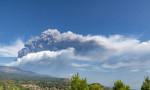 Etna, yeniden kül ve lav püskürttü
