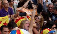 Bağımsızlık ilanının ardından Katalanlar sokaklara döküldü