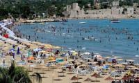 Yüzden fazla ülke vatandaşı Antalya'da yaşıyor