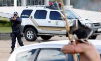 Topraklarını geri isteyen yerliler sokağa indi, polise ok attı!