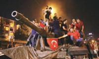 Türk halkı demokrasi için meydanlarda