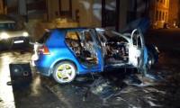 Sivas'ta kavga edenler arabayı ateşe verdi