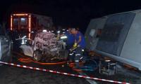 Yolcu otobüsü ile otomobil çarpıştı: 1 ölü, 17 yaralı