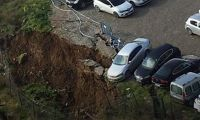 Ataşehir'de şok! Otoparkta toprak kayması