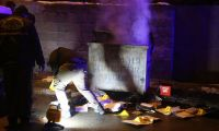 Resmi evrakları konteynerde yaktılar