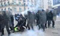 Fransa'da 'sarı yelekliler' gösterilerinde polis şiddetine soruşturma