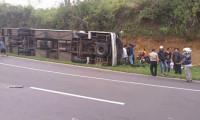 Endonezya'da otobüs motosiklete çarptı: En az 25 ölü