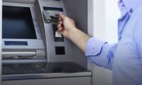 ATM'ye yerleştirdikleri aparatla 15 bin lira çaldılar