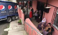 Beykoz'da kamyon binaya çaptı