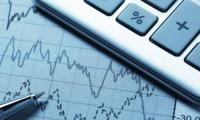Hızlı giden mali, geride kalan para politikası