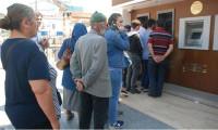 Emekliler ikramiye için ATM'lere koştu