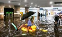 Metro istasyonunu su bastı! Vatandaş parti yaptı