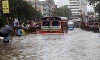 Muson yağmurları can almaya devam ediyor
