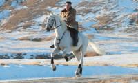 Kuzey Kore Lideri, beyaz at sırtında kutsal dağa çıktı