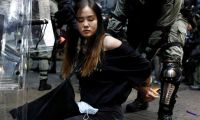 Hong Kong'da maske yürüyüşü
