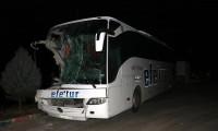 Yolcu otobüsü kamyona arkadan çarptı: Çok sayıda yaralı var