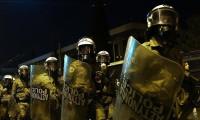 Atina polisi işgalcileri binadan çıkardı