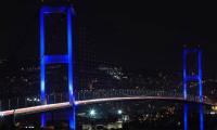 İstanbul'un köprü ve kuleleri maviye büründü