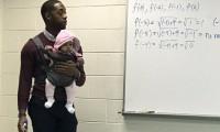 ABD'li öğretmen öğrencisinin bebeğini ders boyunca kucağında taşıdı
