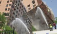 O binanın çökme anı kameralara yansıdı