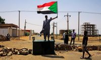 Afrika Birliği Sudan'ın üyeliğini askıya aldı