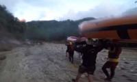 Gönüllü arama kurtarma ekiplerinden kazazedelere ulaşma çabası
