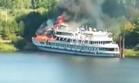 Rusya'da tadilatı süren yolcu gemisinde yangın!