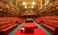 İngiltere'de Parlamento, 2. Elizabeth'in onayıyla askıya alınıyor