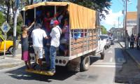 Venezuelalılar her gün işlerine kamyon kasalarında gidiyor