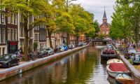 Amsterdam'da turistlere her gece için 3 euro ek vergi