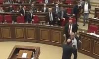 Ermenistan Meclisi'nde Karabağ kavgası çıktı