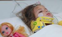 Serumla beslenen Ayda'ya köfte servisi: Reklama çevirdiler