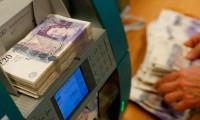 GBP, dolar ve euro karşısında değer kaybediyor