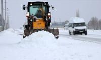 Sivas'ta 532 köy yolu kar yüzünden ulaşıma kapalı