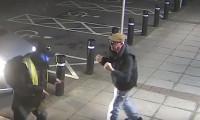 Kendini soymaya çalışan hırsızı yumruklarıyla savurdu