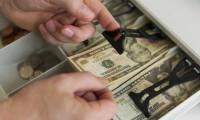 İngiltere'de bankalar dolar alıyor