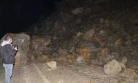 Hakkari-Yüksekova kara yolu ulaşıma kapandı