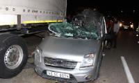 Freni patlayan araç TIR'ın altına girdi: 4 yaralı